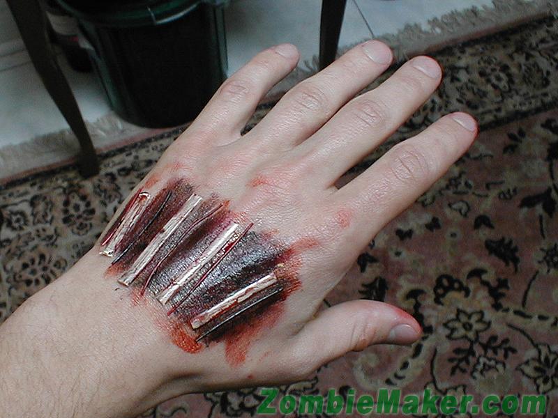 Maquillaje mano zombie